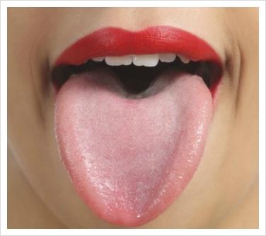 혀가 화끈거리고 심한 통증을 느낄 때 원인과 치료 방법과