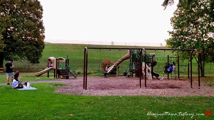 공원 놀이터입니다