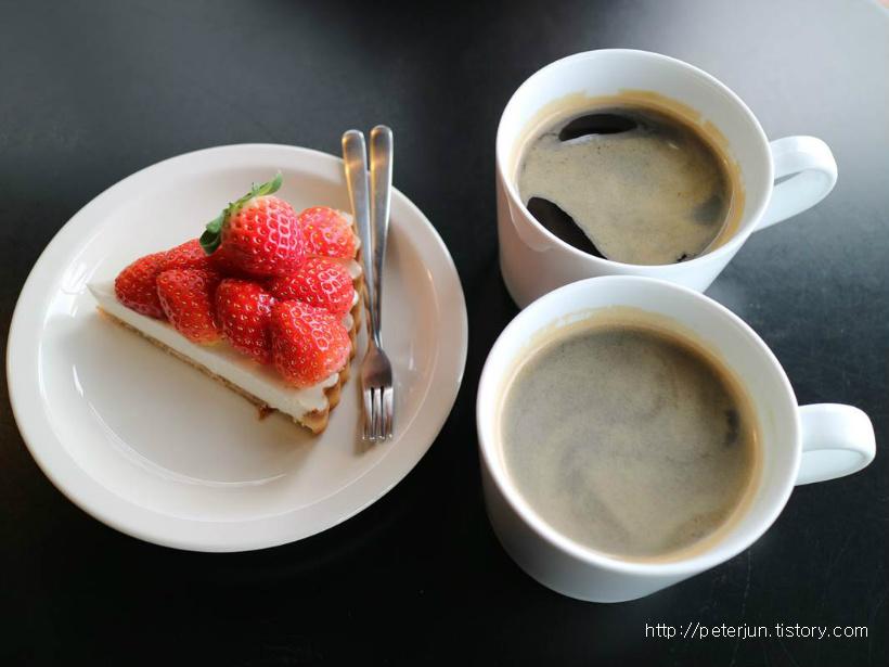 딸기타르트와 커피